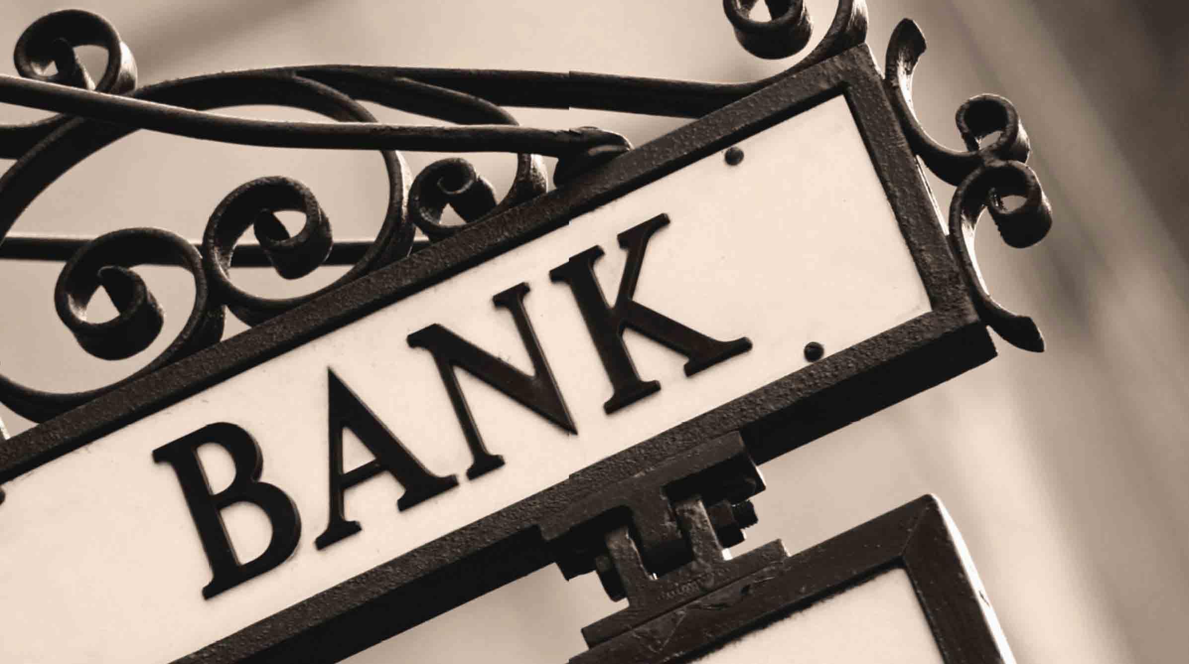 بررسی عوامل موثر بر ریسک اعتباری بانکهای تجاری ایران با تاکید بر عوامل خاص بانکی و کلان اقتصادی