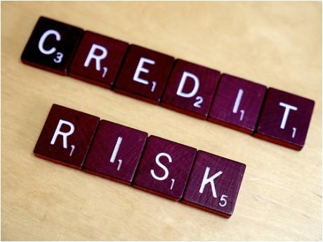 بررسی عوامل مؤثر بر ریسک اعتباری اشخاص حقوقی بانک ها (مطالعه موردی شعب بانک ملی ایران، شهر تهران)